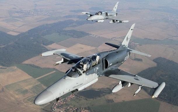 Самолет ВВС Чехии потерял крышку кабины во время учений