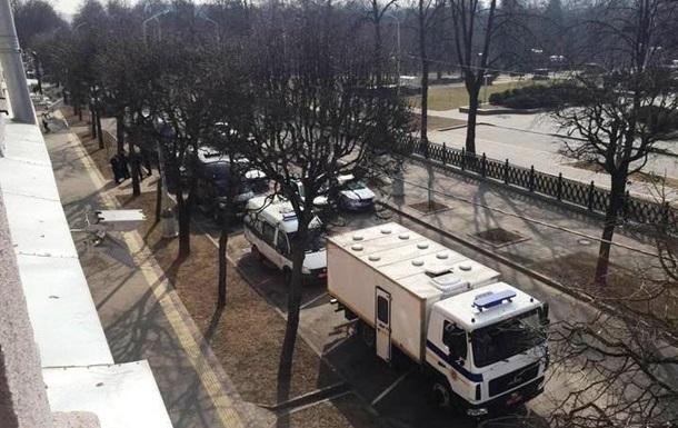 В центр Минска стягивают спецтехнику
