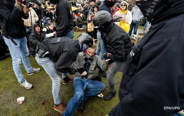 Поліція Амстердама витратила €5 мільйонів на упокорення COVID-протестів
