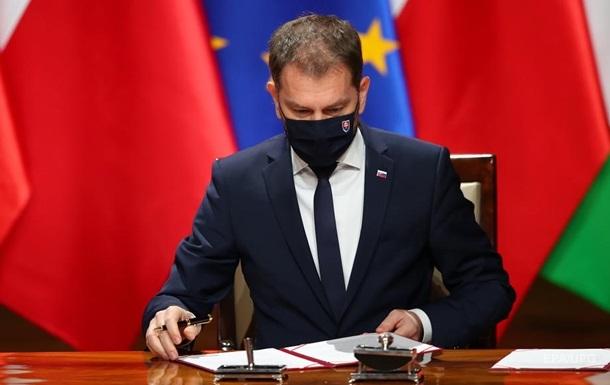 Прем єр Словаччини пішов у відставку через Супутник V