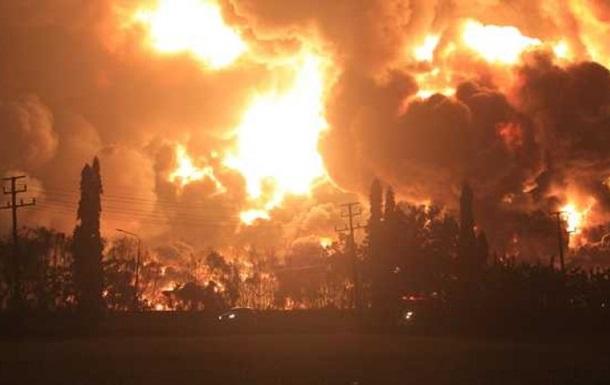 Через пожежу на НПЗ в Індонезії евакуйовано близько тисячі людей