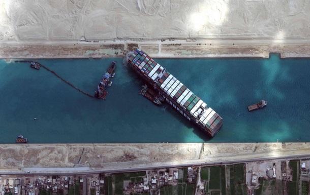Контейнеровоз знову заблокував Суецький канал