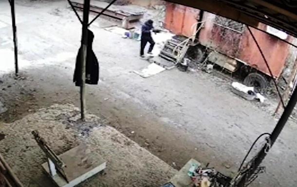 Нападника з автоматом на пункт прийому металобрухту в Слов янську заарештували
