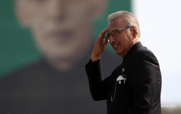 У Пакистані президент захворів на COVID-19 після першої дози вакцини
