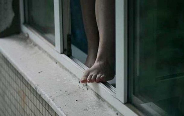 В Одесі 15-річна дівчинка викинулася з вікна багатоповерхівки