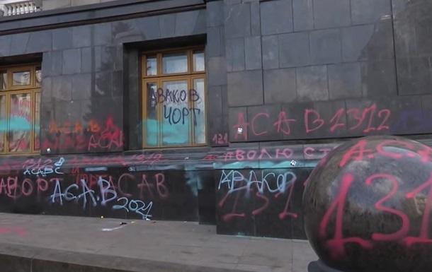 Cвастику на будівлі ОП намалювали після акції - поліція