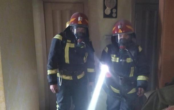 Спасаясь от пожара, женщина выпрыгнула из окна восьмого этажа