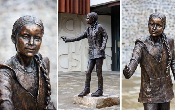 У Британії з явився пам ятник Греті Тунберг