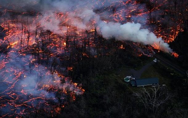 У Гватемалі потік лави з вулкана Пакая досяг житлових будинків