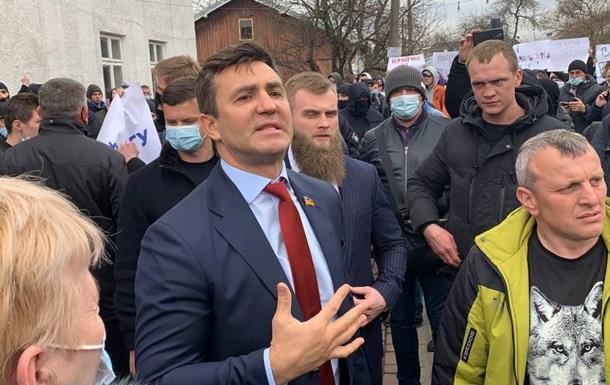Нардеп Тищенко скандалив на виборчому окрузі