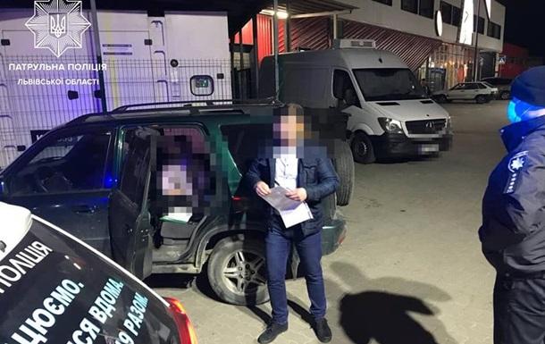 Во Львове полиция остановила машину с 14-летней девочкой за рулем