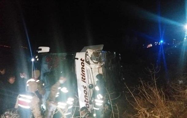 В ДТП с автобусом в Турции пострадали 39 человек