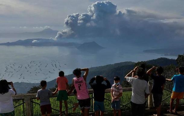 На Филиппинах после 200 землетрясений проснулся вулкан