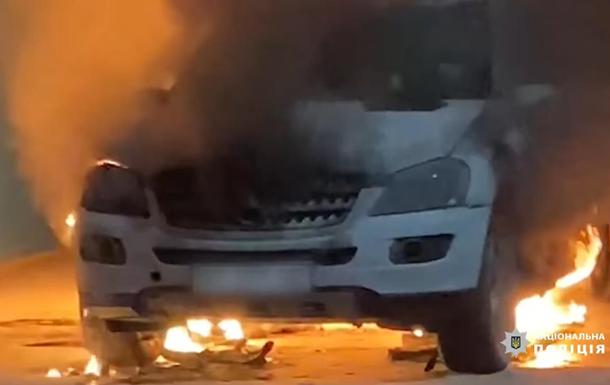 Підпал авто поліцейського на Херсонщині: встановлені замовник і організатор