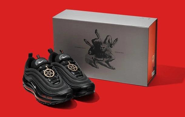Сатанинські  кросівки із кров ю. Скандал з Nike