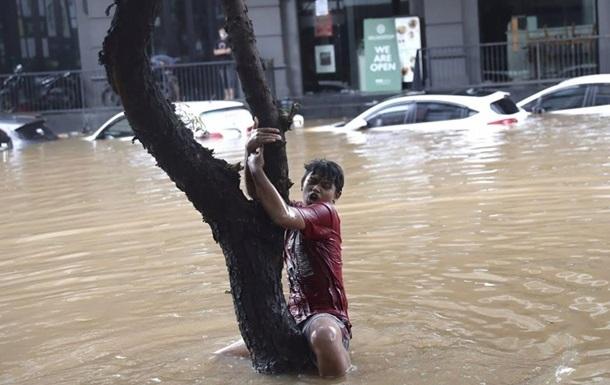 В Индонезии из-за оползней и наводнений погибли 20 человек - СМИ