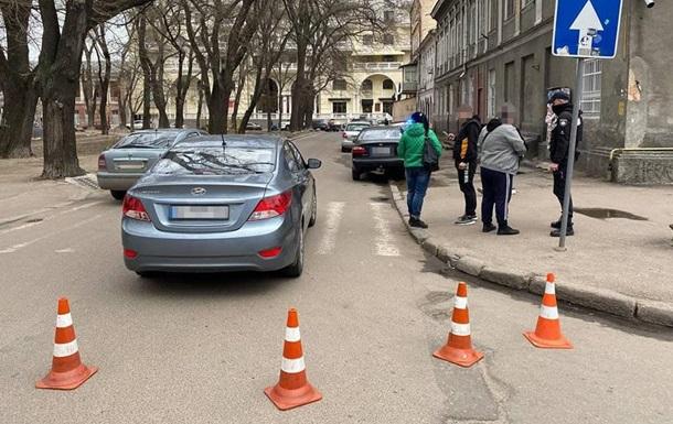 В Одесі водій збив трьох людей на переході і втік