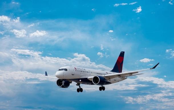 Delta Airlines отменила около ста рейсов из-за нехватки сотрудников