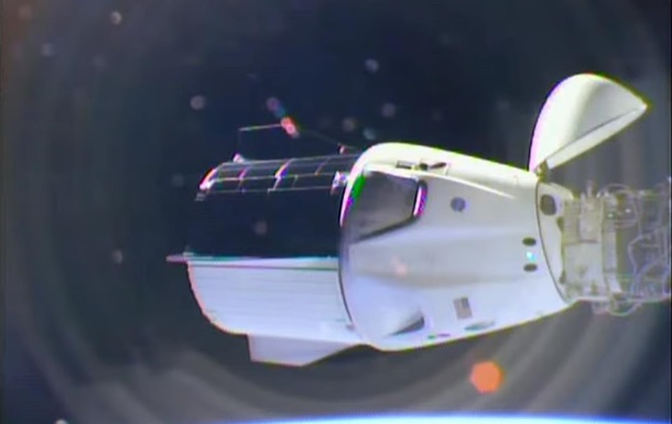 На МКС вперше перестикували Crew Dragon на інший порт
