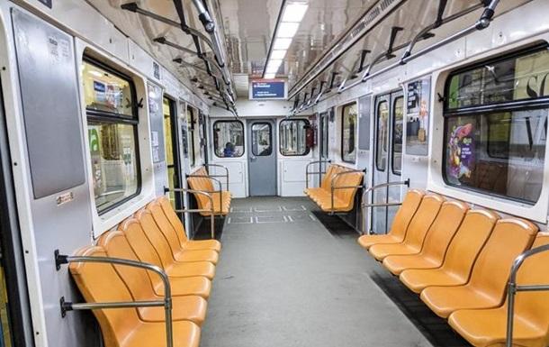 Опустевшее метро Киева в локдаун: фоторепортаж