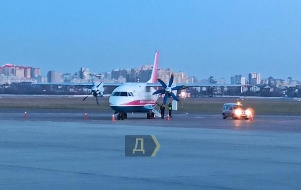 В аеропорту Київ екстрено сів літак