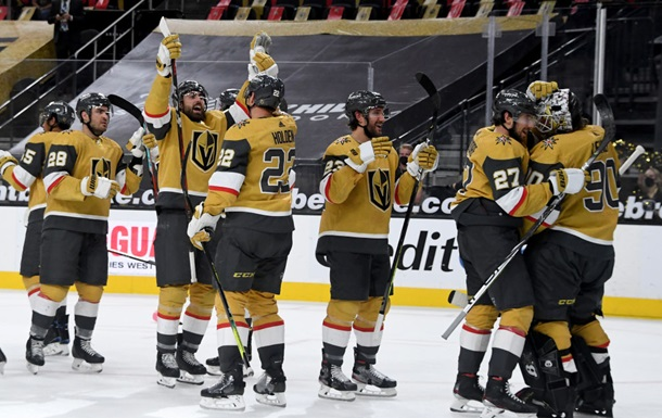 НХЛ: Бостон в напруженому матчі поступився Філадельфії, Вегас знищив Сент-Луїс