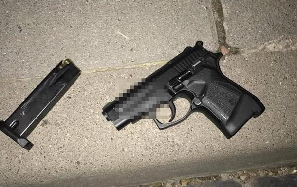 Во Львове двое мужчин открыли стрельбу на улице