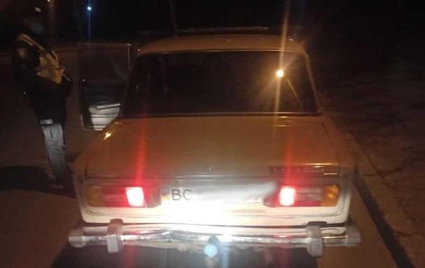 Во Львове пьяный водитель предлагал полиции колбасу