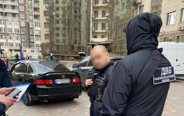 В Одессе бывший полицейский обложил данью веб-модель