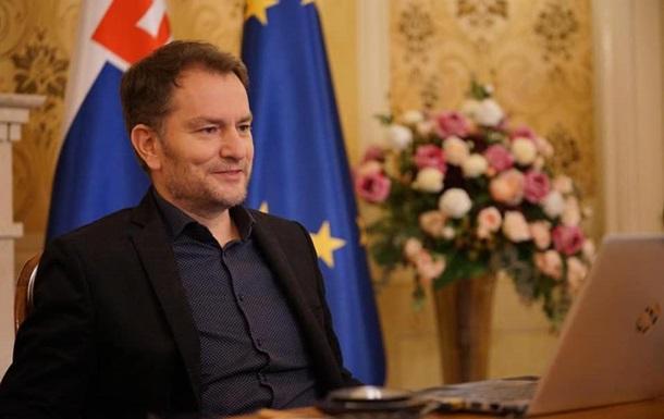 Подавший в отставку из-за Спутник V премьер Словакии прибыл в РФ