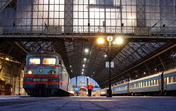 В  красной  Хмельницкой области перестали ходить пригородные поезда