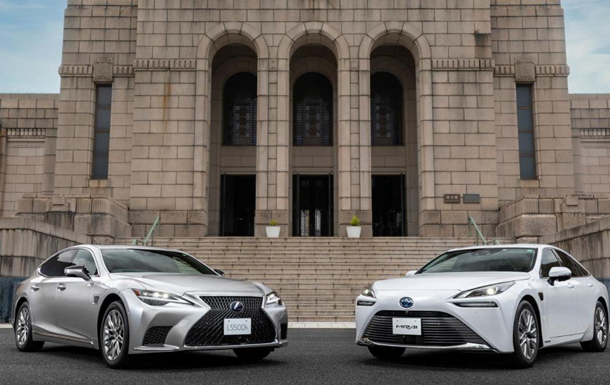 Toyota представила два авто з автономним водінням