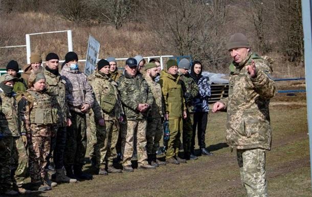 Возле Крыма создают подразделения из тысяч военных