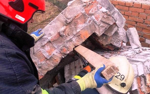 На Львовщине стена здания рухнула на рабочего, он погиб