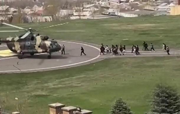В Армении вертолетами эвакуируют сотрудников Минобороны