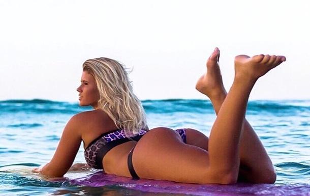 Серфингистка из Австралии продает интимные фото