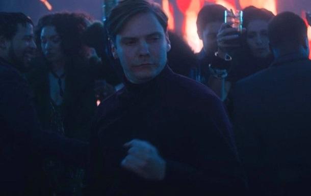 Появилась часовая версия танца барона Земо из фильма Сокол и Зимний солдат