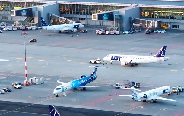 В самолете Киев-Варшава сработала тревога
