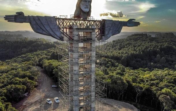 У Бразилії будують нову статую Ісуса Христа