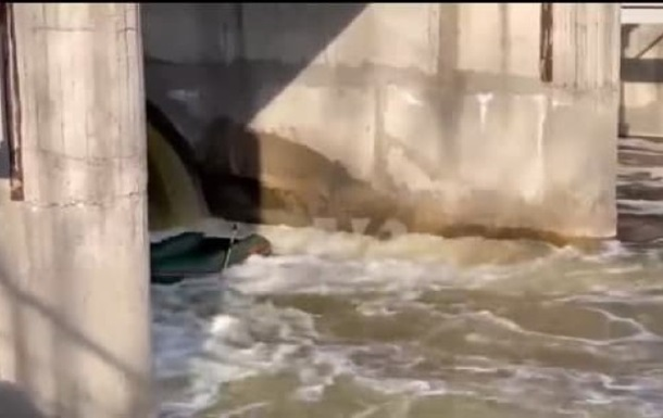 Біля дамби у Полтаві перекинувся човен із людьми, є загиблі