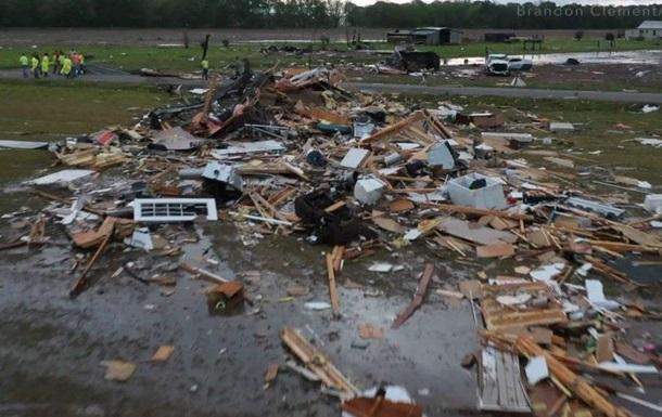 В США торнадо вызвали разрушения, есть жертвы