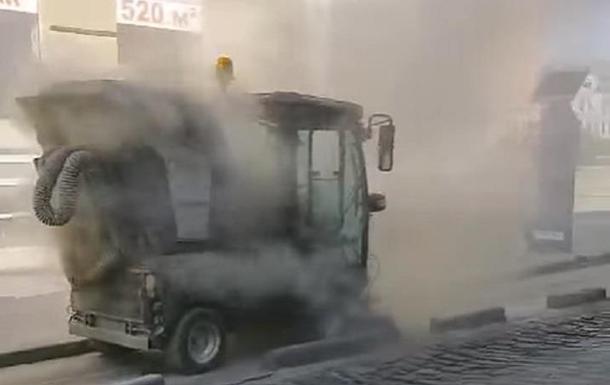 Во Львове уличный пылесос раздувал пыль