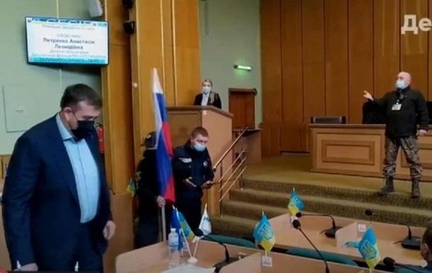 У Слов янську на сесію принесли прапор РФ