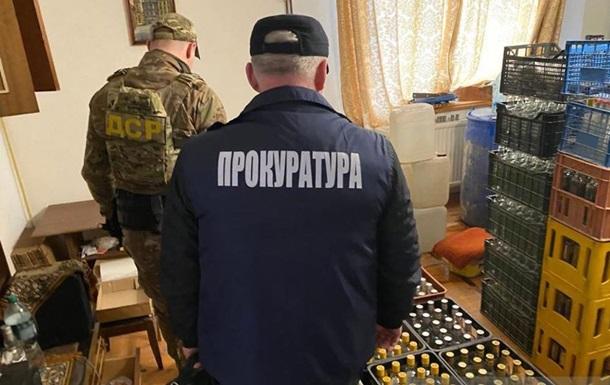 На Львовщине 'накрыли' цех по изготовлению фальсифицированной водки