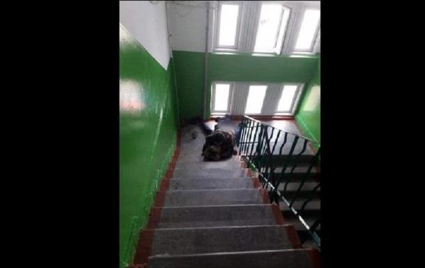 На Волыни жалуются на соседа, занимающегося сексом в подъезде. 18+