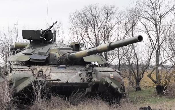 ЗСУ провели танкові маневри біля Криму