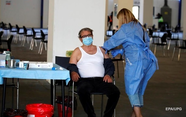 Літні українці не хочуть вакцинуватися - МОЗ