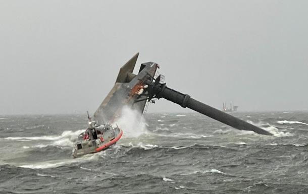 У США затонув корабель з пасажирами