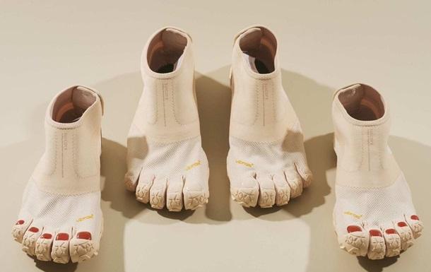 В Японии создали ботинки с пальцами и с педикюром