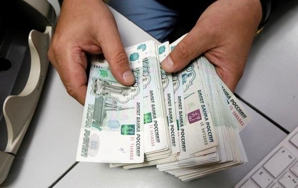 Курс рубля падает на фоне информации о санкциях
